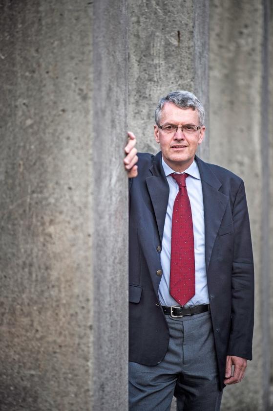 Bijbelwetenschapper Mart-Jan Paul: 'Als creationisme een pseudowetenschap is, dan is de evolutietheorie dat net zogoed.'   (Carel Schutte)
