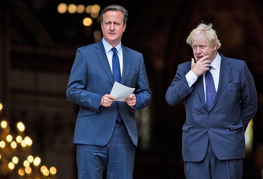 David Cameron (links) in 2015, toen nog premier, met Boris Johnson, de huidige premier van het Verenigd Koninkrijk.  (afp / Jack Taylor)