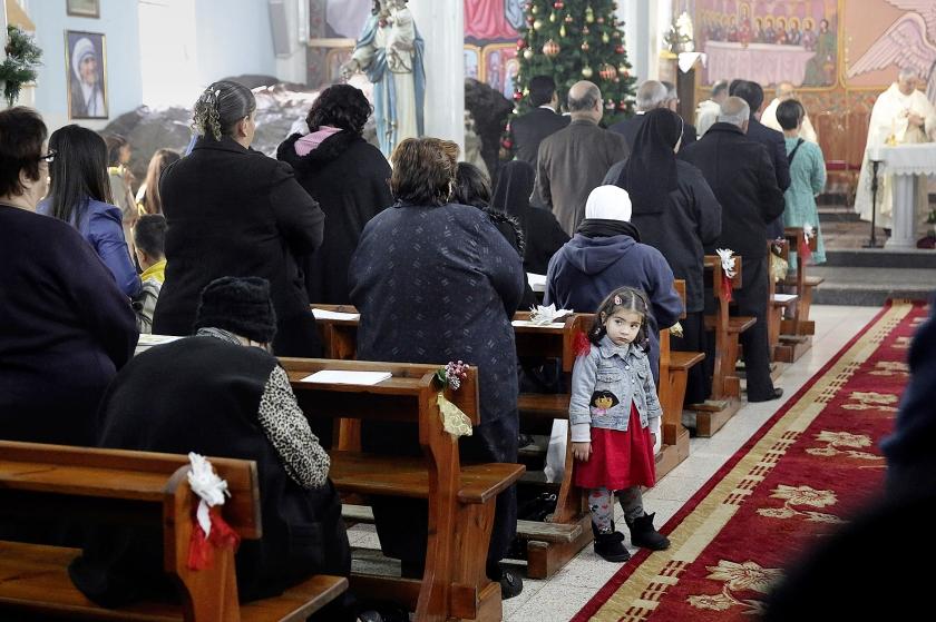 Bezoekers van een zondagsmis tijdens de kerstdagen in Gaza-stad. De Rooms-Katholieke Kerk maakte afspraken over activiteiten in de Palestijnse gebieden.  (ap / Adel Hana)