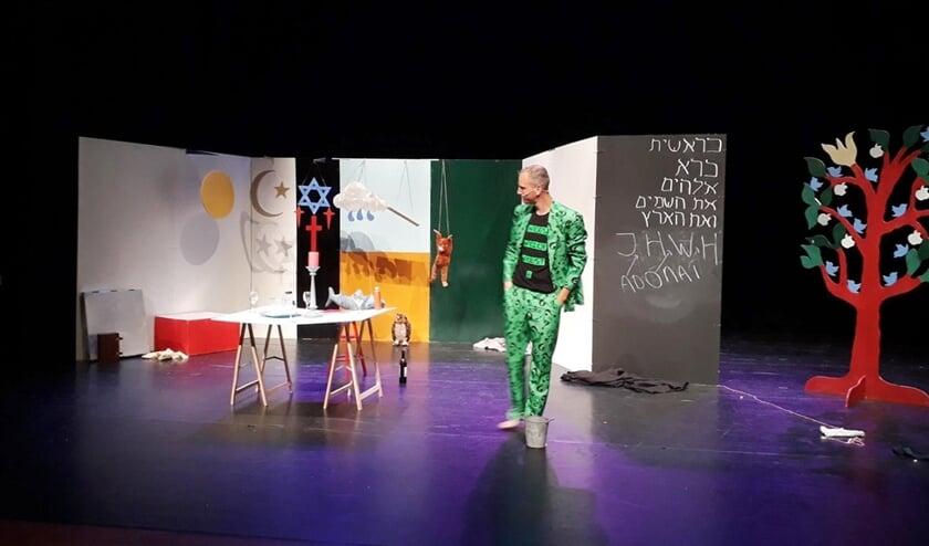 Theaterdominee David Heek speelt zijn voorstelling over Genesis 1-3.  (David Heek)
