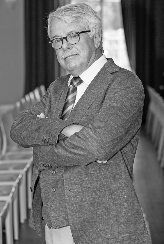 Frank Visser, niet somberder geworden.  (sbs6)