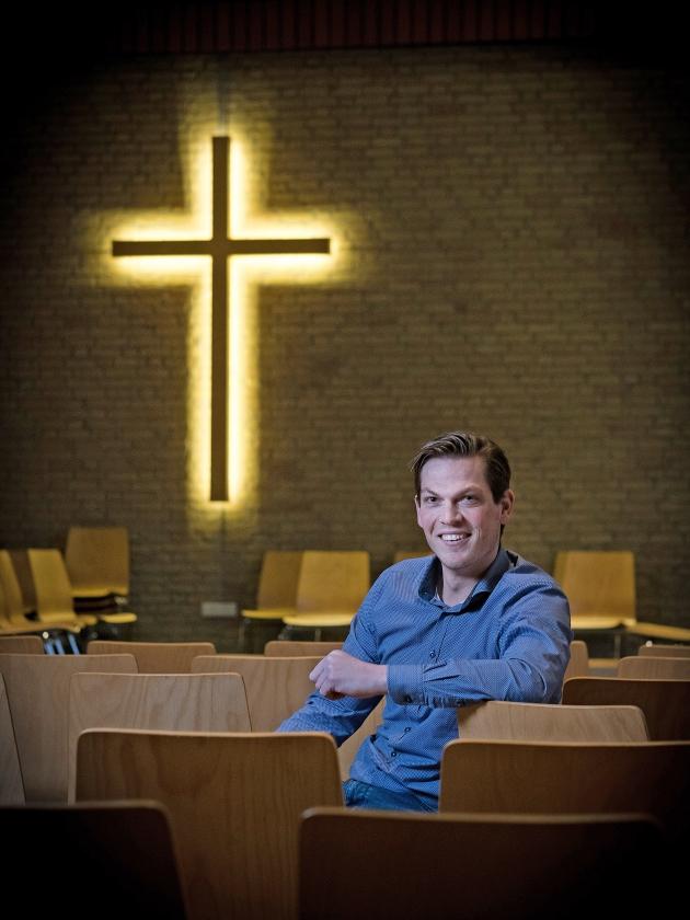 Volgens Jan Martijn Abrahamse is het helemaal niet erg als de zondagsheiliging in het gedrang komt in Nederland. 'De kerk wordt weer teruggeroepen naar haar kerntaak: een zichtbare gemeenschap zijn waar Christus Heer is.'   (Niek Stam)
