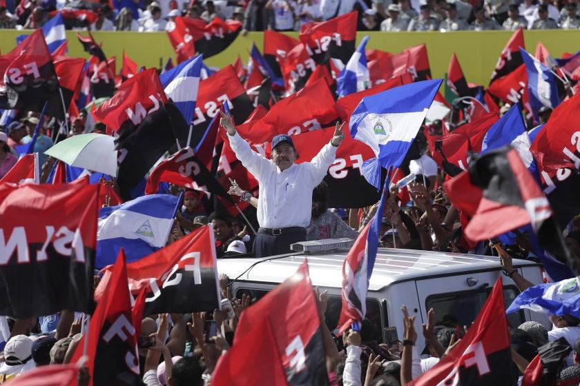 De Nicaraguaanse president Daniel Ortega en zijn aanhangers vieren de 39e verjaardag van de Sandinistische Revolutie.  (epa / Rodrigo Sura)