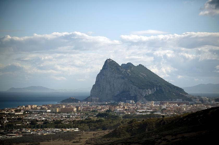 De rots van Gibraltar blijft in het brexitakkoord een steen des aanstoots voor de relatie tussen Spanje en Groot-Brittannië.  (afp / Jorge Guerrero)