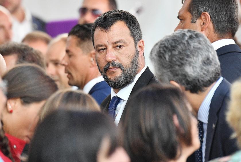Matteo Salvini van de rechts-nationalistische Lega begon al aan een vervroegde verkiezingscampagne op de stranden van Zuid-Italië.  (epa / Luca Zennaro)