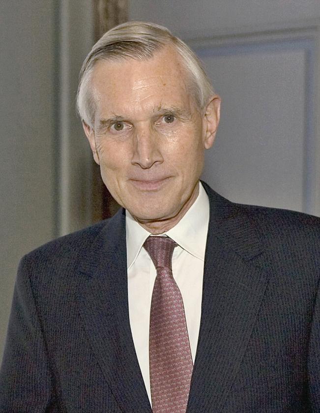 Oud-minister Ben Bot zou graag meer bevlogenheid zien bij het kabinet. 'Wat idealisme en vergezichten kunnen geen kwaad. De mens heeft dat nodig.'   (anp)