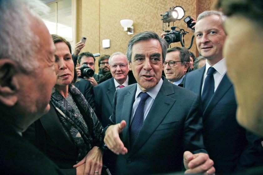 François Fillon viert zijn overwinning in de voorverkiezingen.  (ap / Thibault Camus)