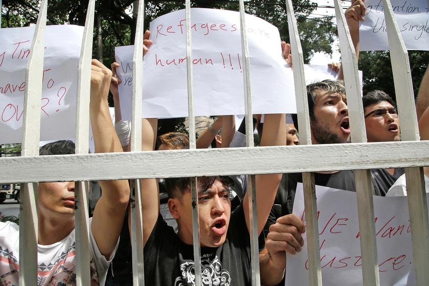 Afghaanse vluchtelingen protesteren in Jakarta tegen de manier waarop er met ze wordt omgesprongen in Indonesië.  (ap/ Tatan Syuflana)