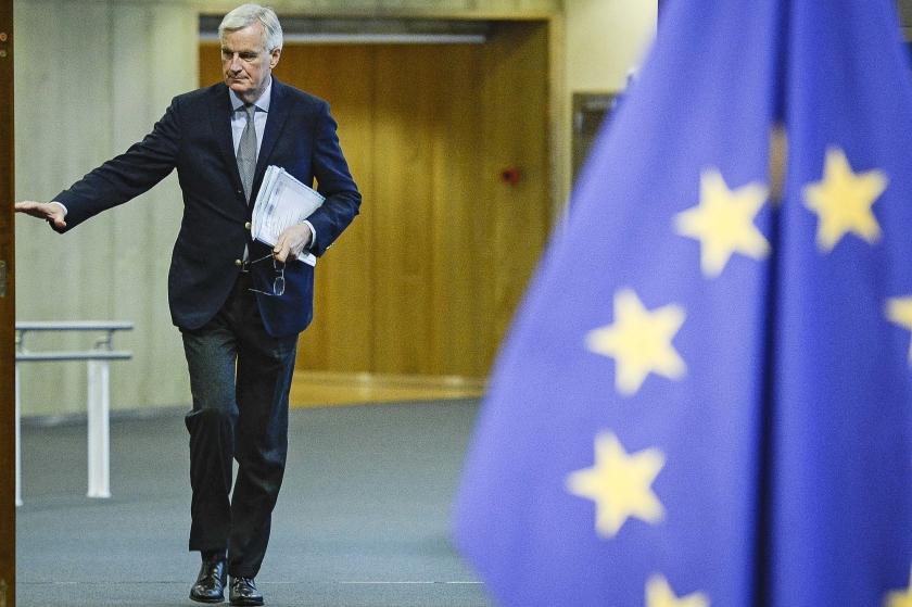 EU-Brexitonderhandelaar Michel Barnier presenteerde woensdag een overgangsmaatregel 'voor een ordelijk vertrek van Groot-Brittannië uit de EU'.  (ap / Wiktor Dabkowski)