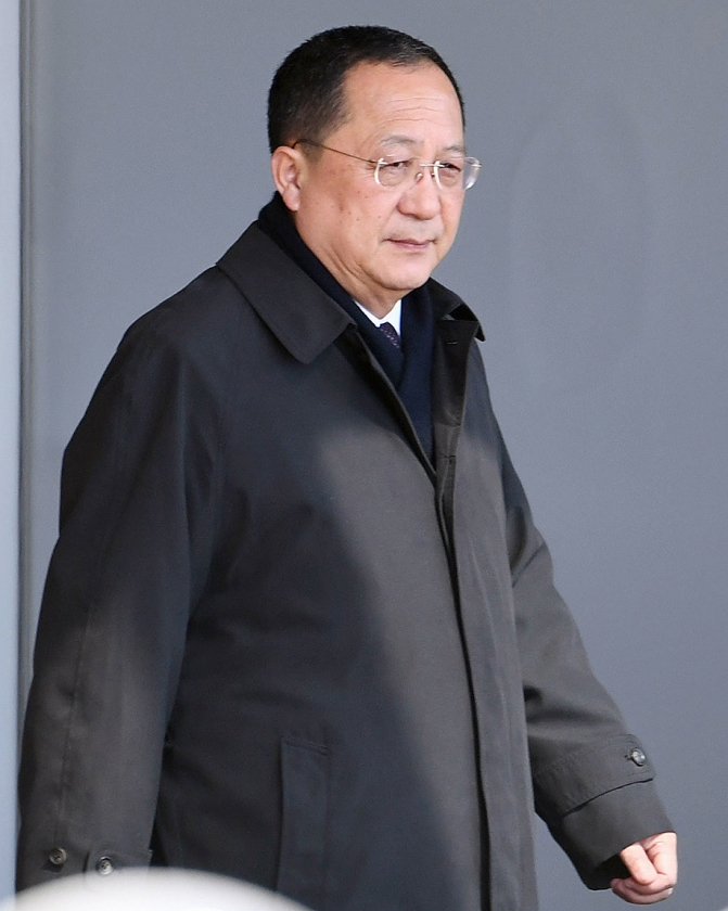 De Noord-Koreaanse minister van Buitenlandse Zaken Ri Yong-ho  (ap / Minoru Iwasaki)