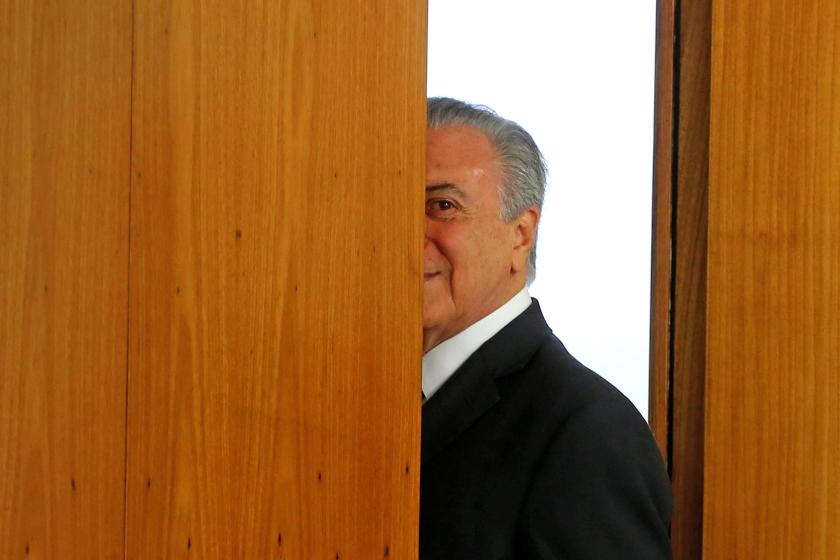 De kersverse president van Brazilië Michel Temer vertrok woensdag direct na zijn inauguratie direct naar China voor de bijeenkomst van de G20. Hij hoopt de wereld te laten zien dat de rust in zijn land is weergekeerd.  (ap / Ailton de Freitas)