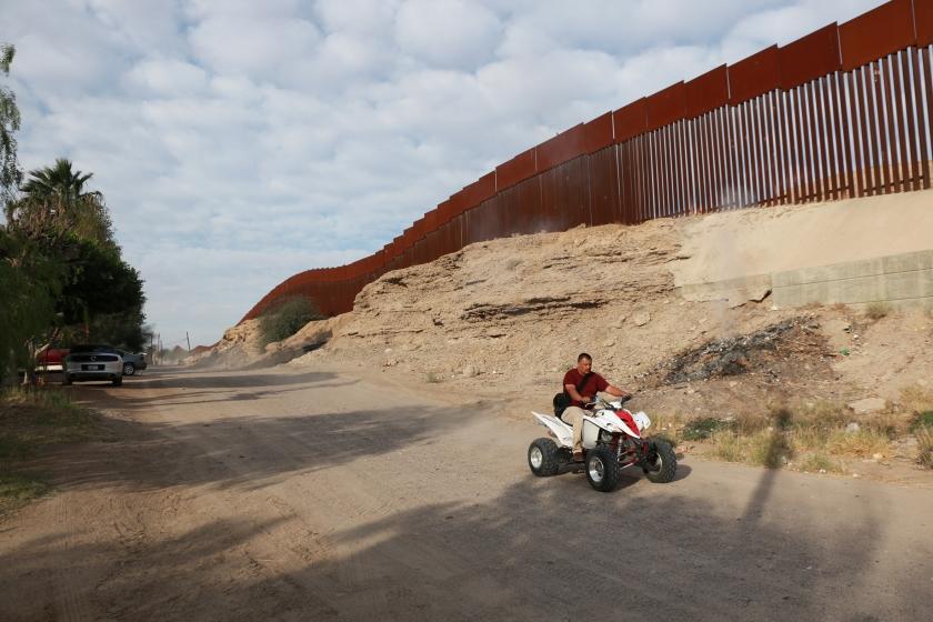 Van de 3200 kilometer lange grens tussen de Verenigde Staten en Mexico is minder dan 1200 kilometer een niet-natuurlijke afscheiding.  (Riekelt Pasterkamp)