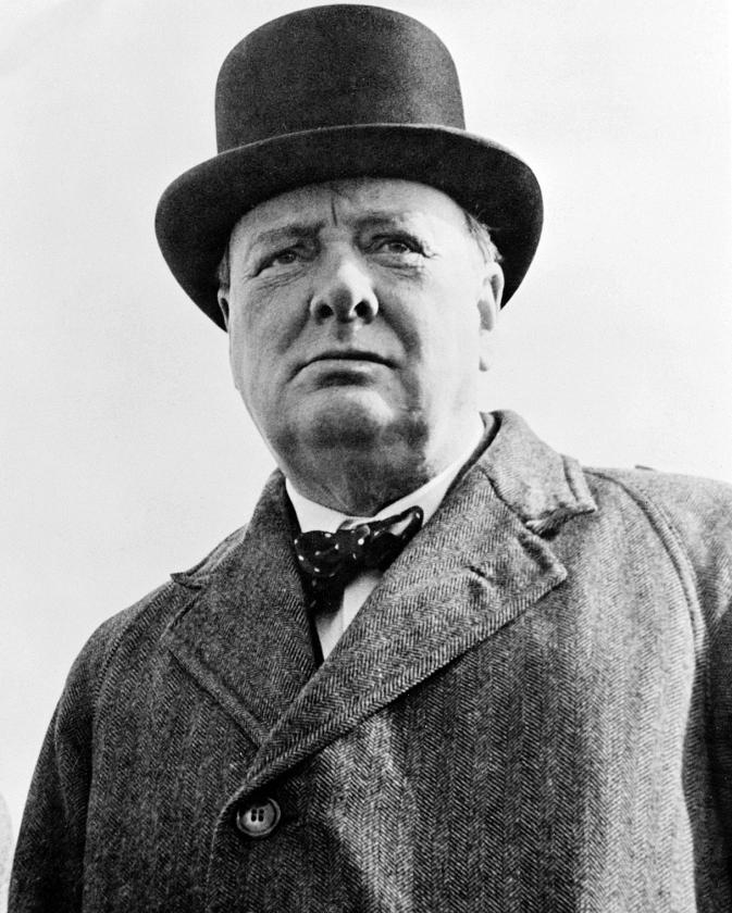 """Winston Churchill. Andrew Roberts: 'In 1948 schreef hij in een brief dat een federaal Europees parlement """"volkomen ondeugdelijk"""" zou zijn.'   (wikipedia en prometheus / Sebastian Meyer)"""
