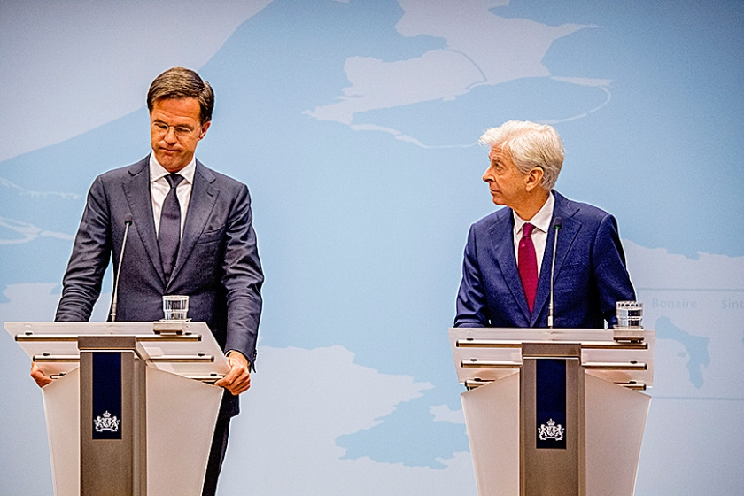 Premier Mark Rutte (l) en minister Ronald Plasterk van Binnenlandse Zaken.  (anp / Robin Utrecht)
