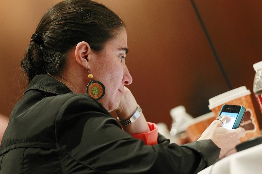 De jonge, hoogopgeleide bloggers van de nieuwe magazines hebben geen goed woord over voor de wereldberoemde Cubaanse blogger Yoani Sánchez en haar website 14 y medio. 'Het beeld dat zij schetst van Cuba heeft niks met de werkelijkheid te maken.'  (ap / David Zalubowski)