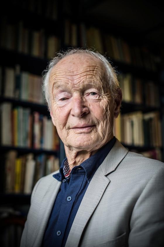 Guus Kuijer: 'Ik zie de bijbel als een waardevol erfstuk, de basis van onze cultuur.'   (Marlies Deen)