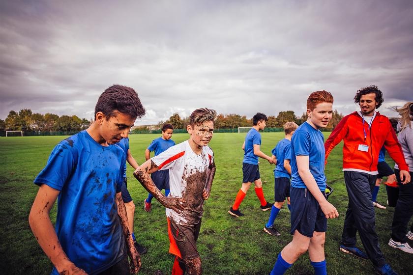 De voetbaljongetjes moeten weer mannen worden. Dat is volgens voetbalkenners de oplossing van de crisis bij Oranje.  (istock)