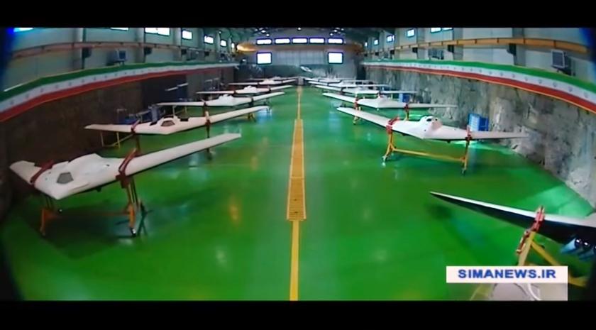 In 2016 presenteerde de Iraanse Revolutionaire Garde een hangar vol Iraanse drones, nagemaakt van de Amerikaanse RQ-170, waarvan de Iraniërs in 2013 een exemplaar vrijwel onbeschadigd uit de lucht schoten. De beelden zijn afkomstig van een Iraanse tv-zender.  (iran's islamic revolution guards corps)