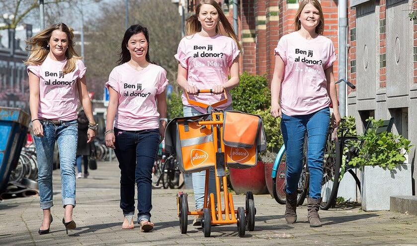 Het is prima om zo veel mogelijk donoren te zoeken en te appelleren aan solidariteit. In een campagne gericht op jongeren dit voorjaar, gingen vier vrouwen de straat op die zelf op de wachtlijst staan voor een donororgaan.  (anp / Arie Kievit)
