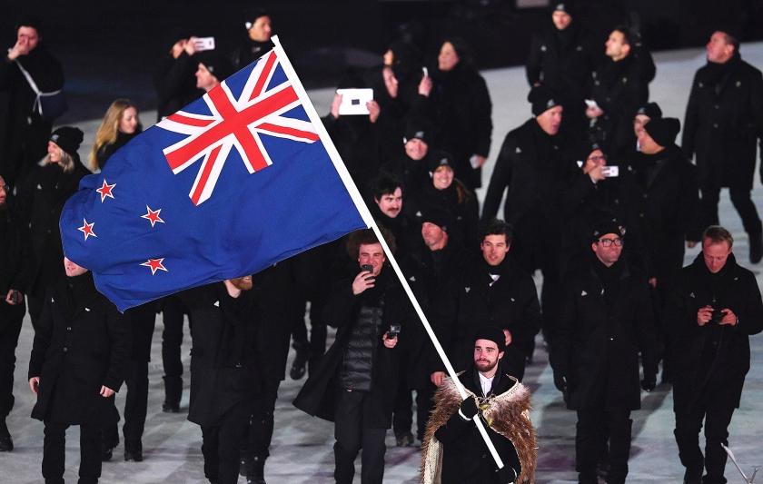 De Nieuw-Zeelanders waren het in 2016 zat dat hun vlag steeds werd verward met de Australische. Ze wilden een nieuwe. Maar toen die er eenmaal was, koos men toch weer voor de oude.  de sportploeg van Nieuw-Zeeland op de Olympische Spelen van 2018.  (epa)