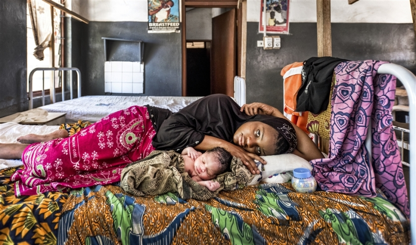 Vrouwenkliniek, Ghana.  (Raymond Rutting)