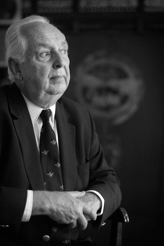 Hans van der Voet (1930-2019), de 'stuurman des konings' die Beatrix ontdeed van haar kille imago   (Martijn Beekman)