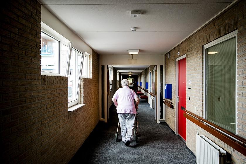 Verpleeghuiszorg bedient slechts 6 procent van de ouderen. Te veel extra geld daarvoor is onevenwichtig, aldus critici.  (anp / Robin van Lonkhuijsen)