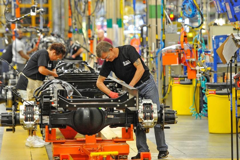 Productie van trucks in de fabriek van Ford in Avon Lake, in de Amerikaanse staat Ohio.  (ap / David Richard)