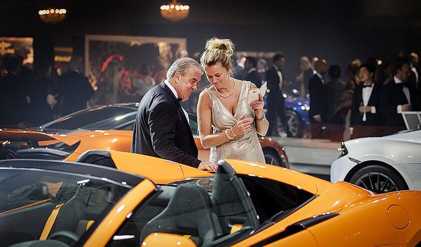 Bezoekers tijdens de Masters of LXRY, een beurs die draait om luxe in de Amsterdam RAI.  (anp / Robin van Lonkhuijsen)