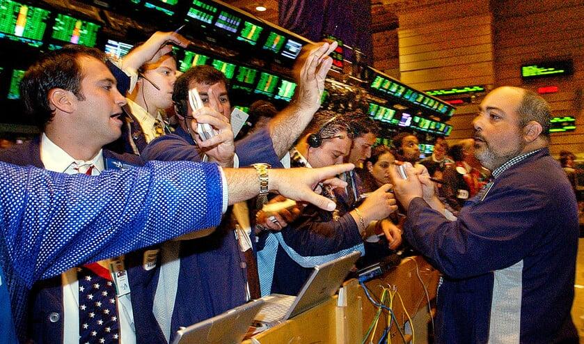Johannes calvijn heeft een visie op de financiële markten waarbij vaak willens en wetens gebruik wordt gemaakt van de achterstand in informatie bij de klant, blijkt uit het boek Vergeten vragen.  (ap / Kathy Willens)