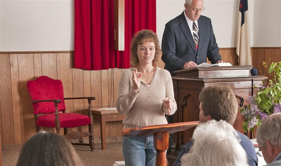 Doventolk tijdens een kerkdienst.   (nd en istock)