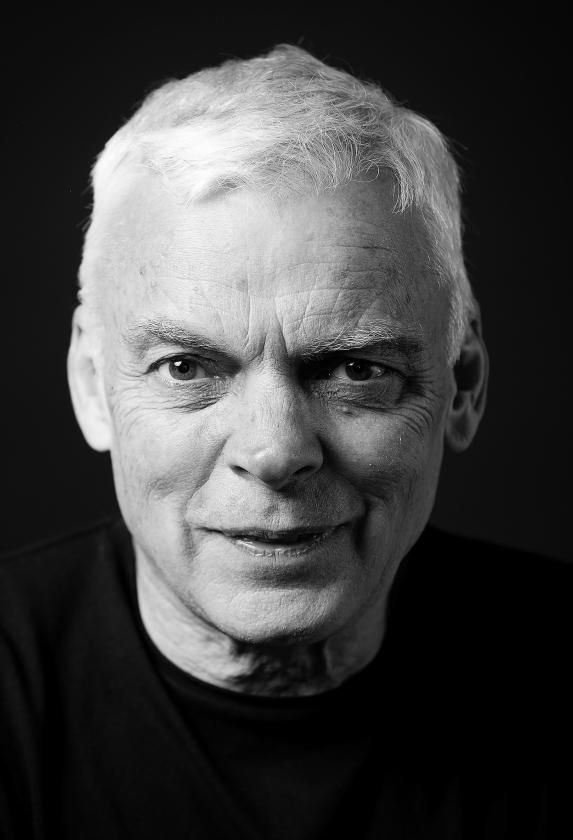 De Australische bestsellerauteur Graeme Simsion trekt met een ijzeren consequentie het autistische gedrag van zijn hoofdpersoon in zijn boeken door.   (Lachlan Woods)