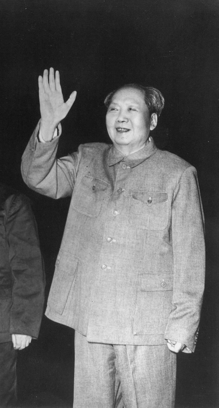 Mao Tse-toeng zei desnoods bereid te zijn een Amerikaanse atoombom op Fujian te riskeren. 'Misschien zullen dan tien tot twintig miljoen mensen worden gedood.'   (anp)
