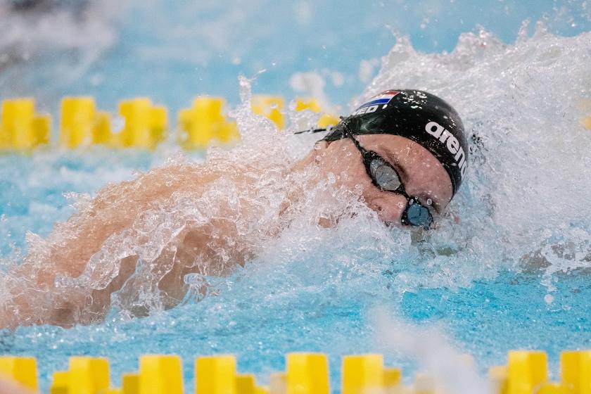 Jesse Puts in actie op de 100 meter vrije slag tijdens de Swim Cup in 2018.  (anp / Patrick Dolkens)
