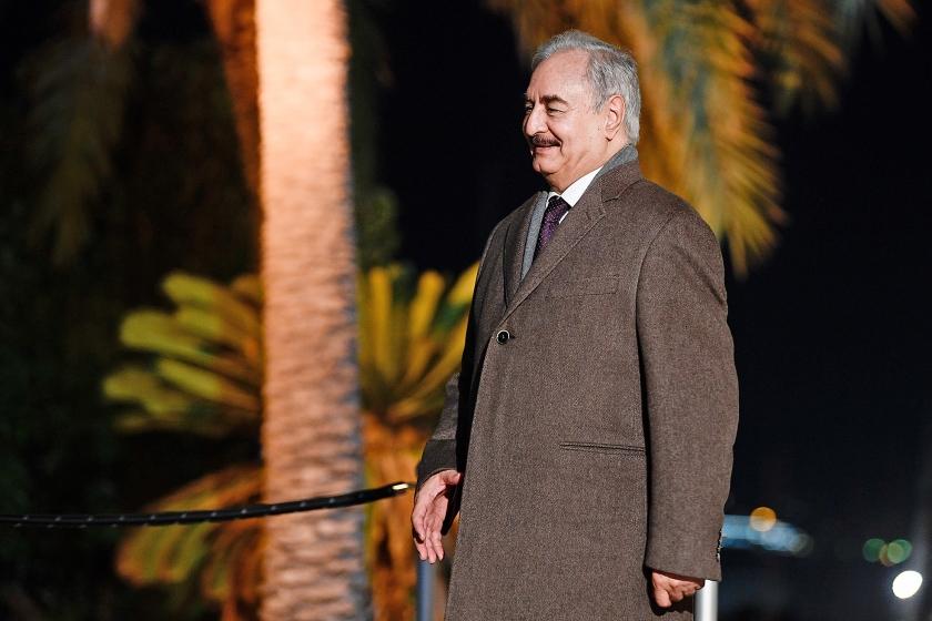 Khalifa Haftar arriveert in november 2018 in Palermo voor een conferentie over de toekomst van Libië.  (afp / Filippo Monteforte)