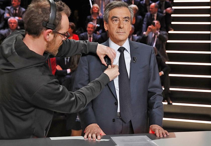 De Franse presidentskandidaat François Fillon vooraf aan het eerste grote telelevisiedebat voor de presidentsverkiezingen. Veel Fransen zijn onzeker.  (ap / Patrick Kovarik)