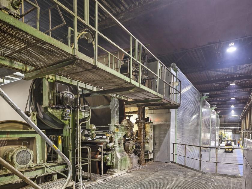 De fabricage van plaatkarton bij Solidus Solutions. Voor de vier vestigingen in Coevorden, Nieuweschans, Hoogkerk en Oude Pekela is al een oplossing bedacht voor de overstap naar andere energie.  (Harry Cock)