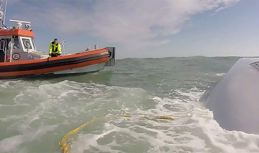 Een reddingsboot bij de gekapseisde Capella.  (clubracer.be)