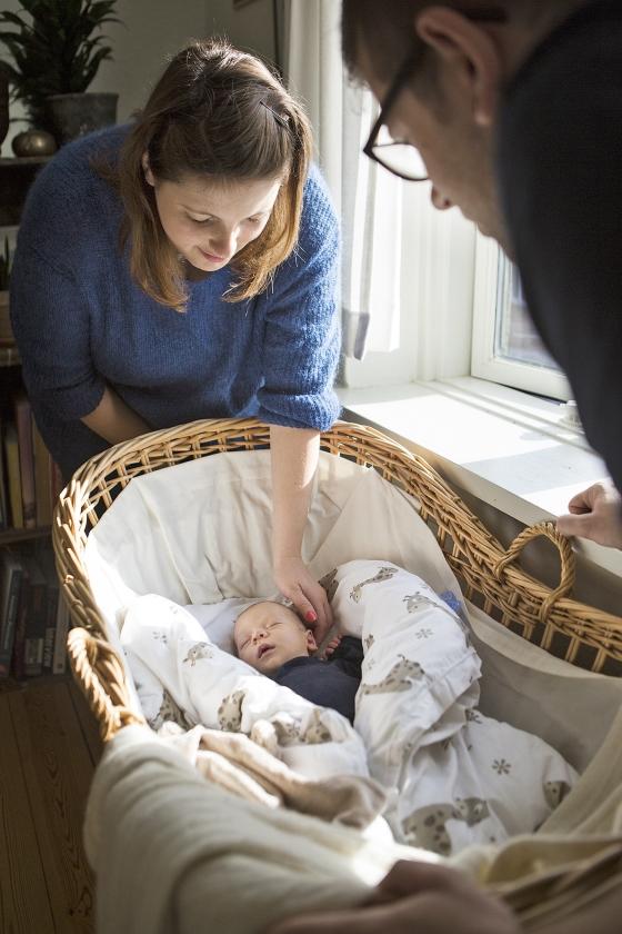 Sophia en Alex Weber met hun zoontje Elliot dat thuis werd geboren.  (Julius Schrank)