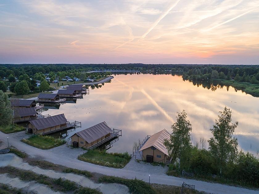 Houten lodges in Noord-Brabant.  (aanbieders van de vaartuigen of ligplaatsen)