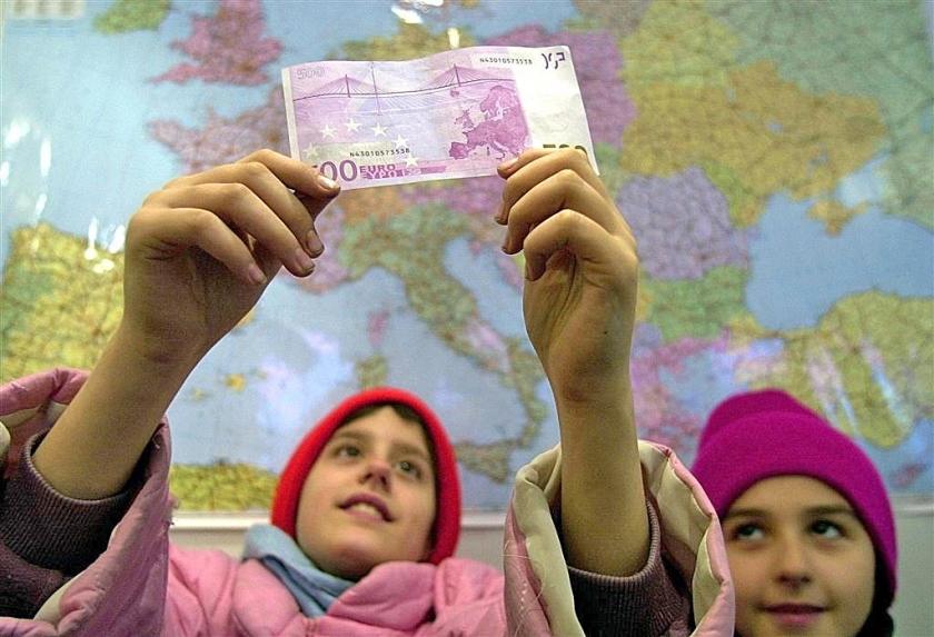 ECB stopt met uitgifte van biljet 500 euro  (anp / Roland Schlager)
