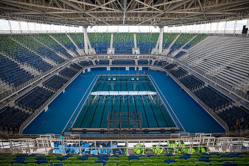 Het onlangs officieel geopende zwembad voor de Olympische Spelen in Rio de Janeiro.  (ap / Felipe Dana)