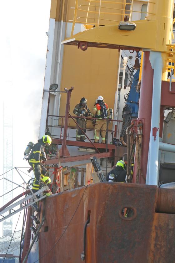 Brandweerspecialisten moeten een schip kunnen 'lezen': meteen bij het zien ervan al kunnen inschatten waar de gevaarlijkste plekken aan boord zitten.   (veiligheidsregio haaglanden)