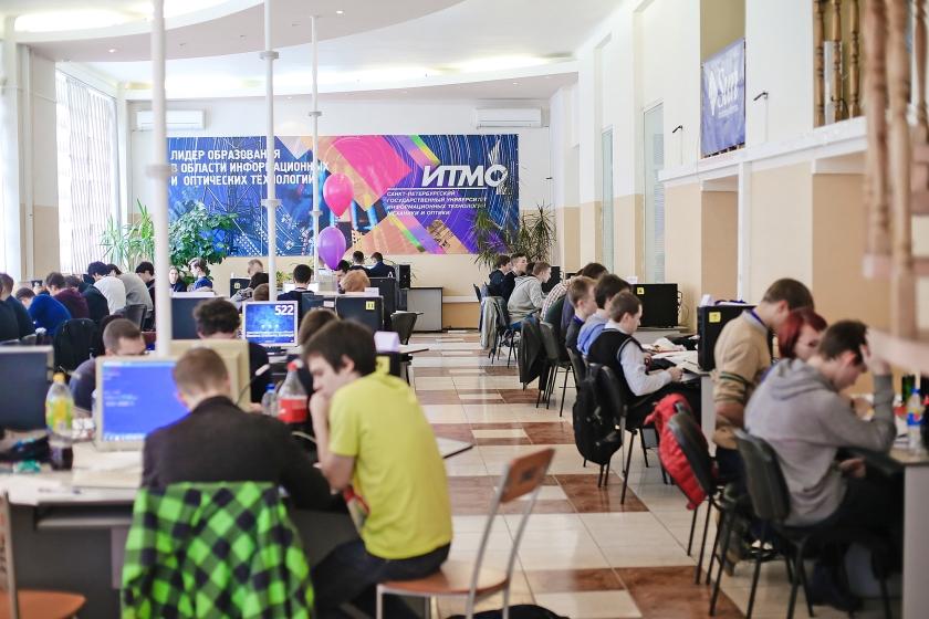 Studenten aan het werk op de ITMO University in Sint-Petersburg. De instelling won in de afgelopen twaalf jaar zes keer het ICPC, het wereldkampioenschap programmeren voor universiteiten.  (ITMO university / Margarita Erukova)