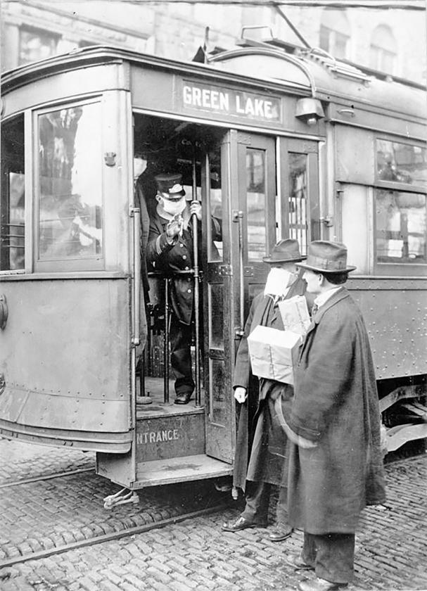Een foto uit 1918 in de Amerikaanse stad Seattle, die duidelijk kon maken dat een passagier zonder mondkap niet mee mocht in de tram vanwege de dreiging van de Spaanse griep.   (wiki)