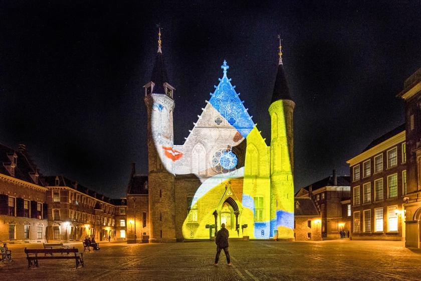 In het kader van het evenement The Hague HighLights worden deze en volgende maand beelden geprojecteerd op de gevel van de Ridderzaal op het Binnenhof.  (Anne Reitsma)