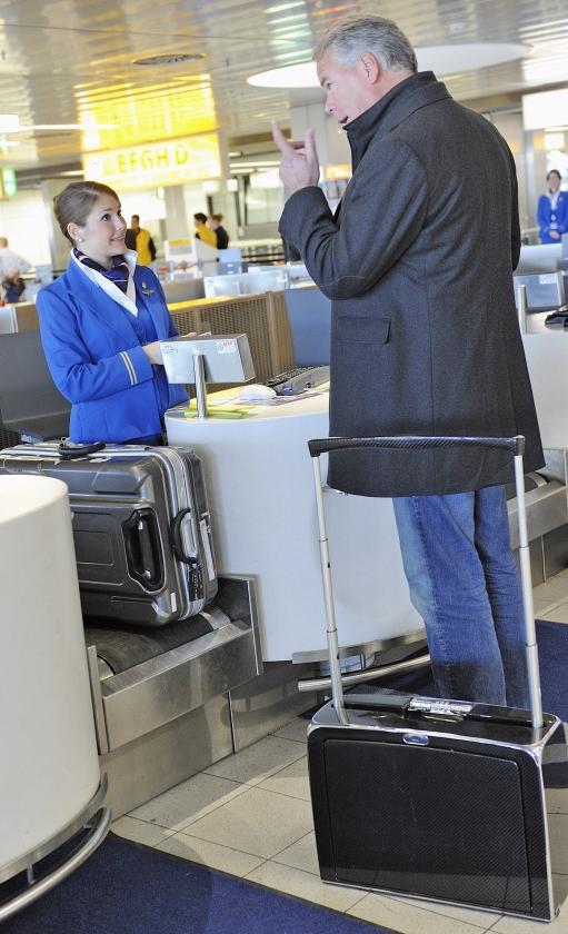 Als je onverhoopt geen heenreis met KLM maakt, maar op de terugweg gebruik wilt maken van de geboekte terugvlucht, rekent KLM een 'vergoeding' variërend van 125 euro tot 3000 euro.   (anp / Lex van Lieshout)