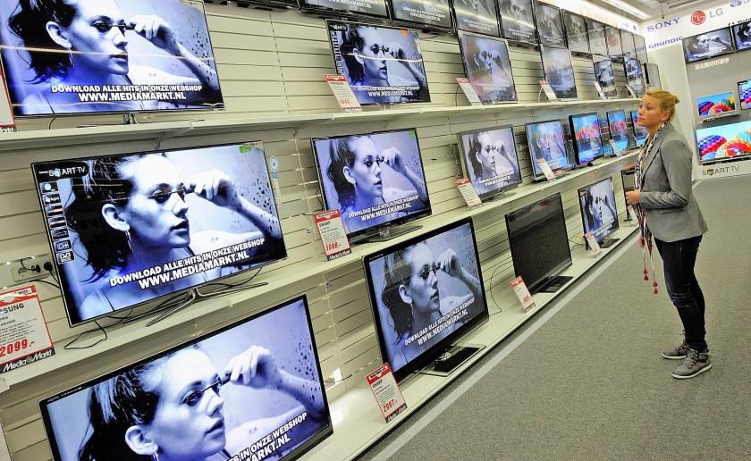 Consumenten hebben waarschijnlijk jarenlang 10 procent te veel betaald voor hun televisies, heeft de Consumentenbond Claimservice berekend.  (anp / Lex van Lieshout)
