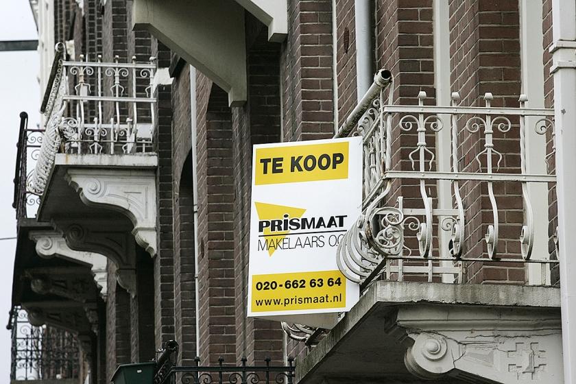 Om aan een woning te komen, nemen kopers niet zelden grote risico's.  (anp / Marcel Antonisse)