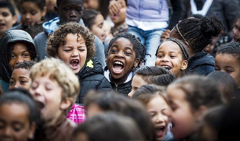 Een kind met migrantenouders verdient later minder dan een kind met Nederlandse ouders. Het inlopen van het verschil verloopt moeizaam.  (anp / Remko de Waal)